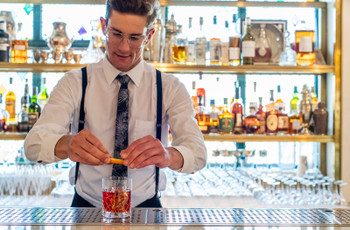 Open Bar or Cash Bar: The Pros and Cons You Need to Know for Your Wedding