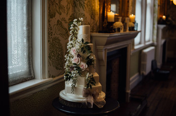 The 16 Prettiest Winter Wedding Cakes