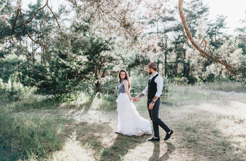How to Include Friends and Family in Your Elopement