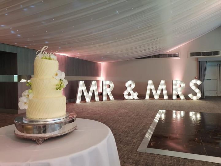 Giant MR & Mrs Letters