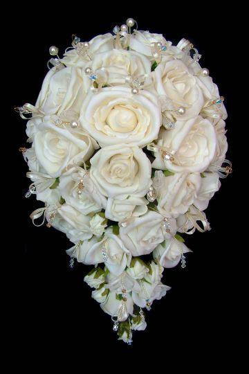 Ivory teardrop bouquet