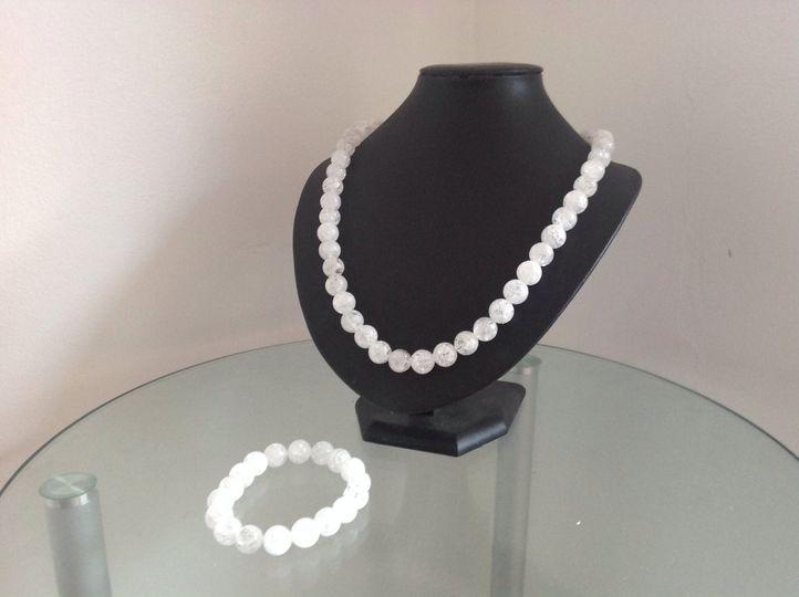 White quartz necklace set