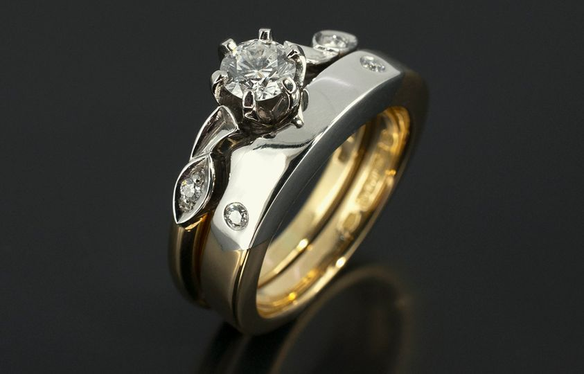 White and Red Gold Wedding Set