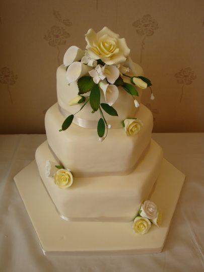 3 tier ivory rose & calla lillies