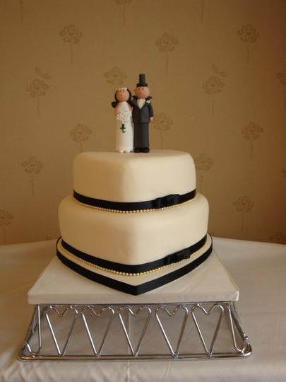 2 tier heart with pearl trim & topper