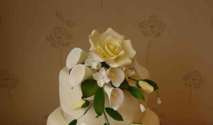 3 tier ivory rose & calla lillies