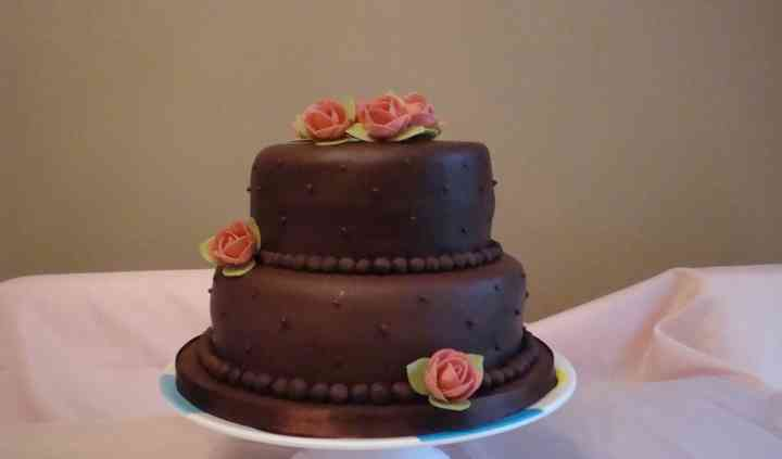 Chocolate wedding cake with roses