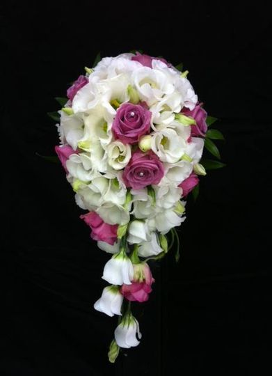 Tear shaped bridal bouquet