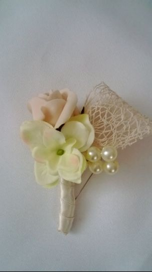 Country chic buttonhole