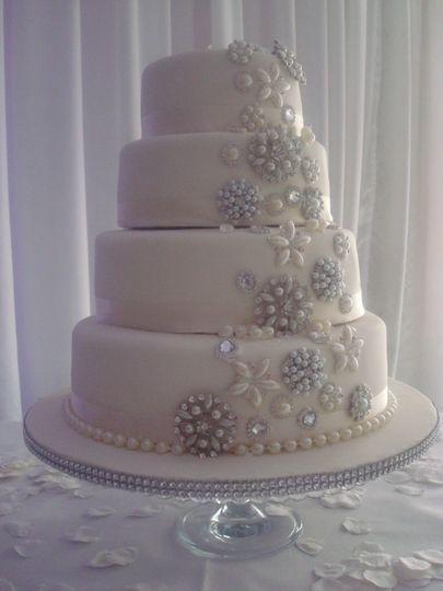 Stunning brooch cake