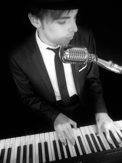 Chris Kennedy Pianist & Singer