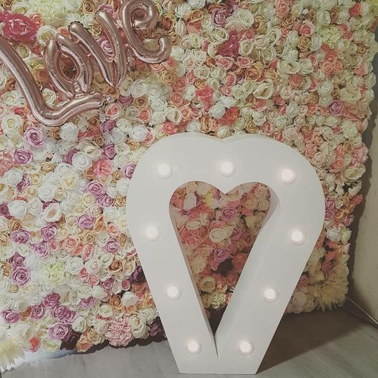 Flower wall & LED heart