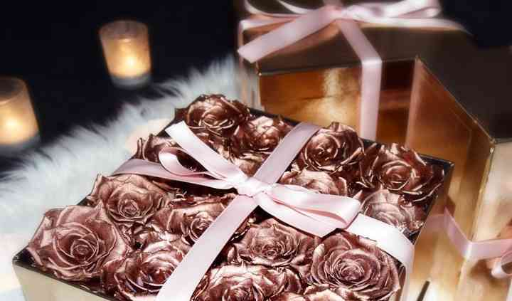 Lux Florals   Luxury One & Three Year Roses