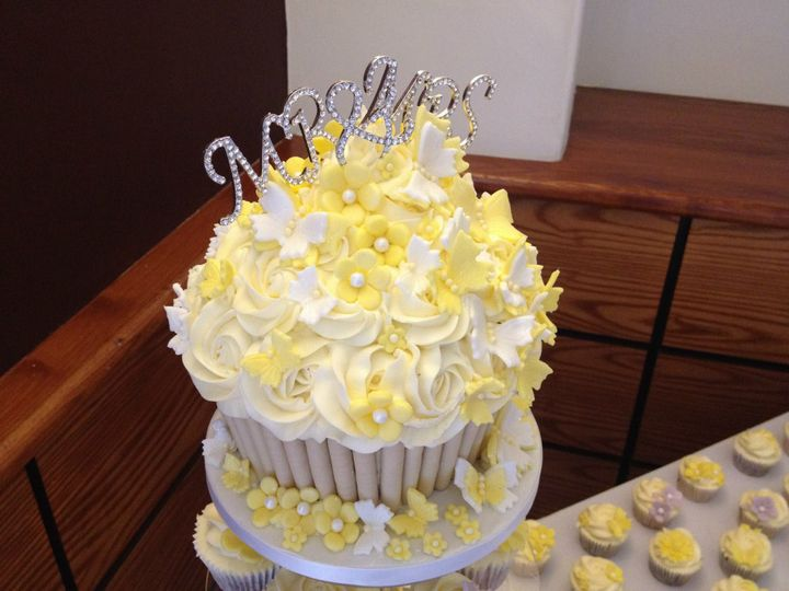 Giant wedding butterfly theme from Cupcakes by Victoria | Photos