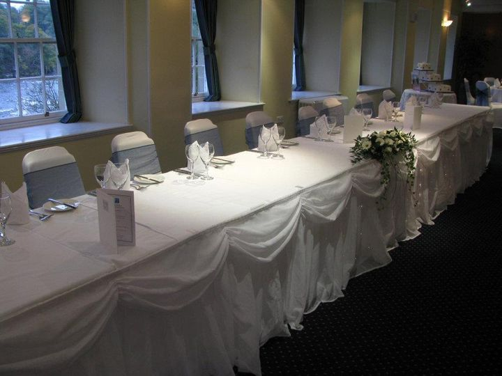 Starlight swagging, white chair covers with teal organza sashes