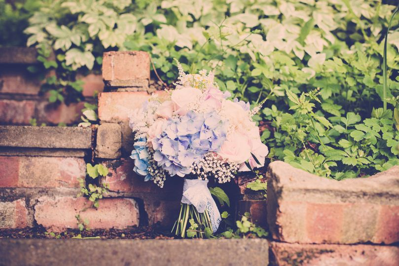 Rose and hydrangea wedding bou