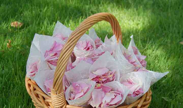 Bridesmaid confetti basket of rose petals