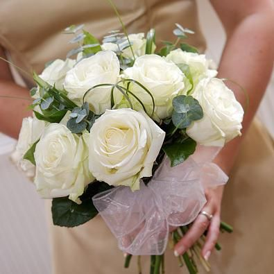 White roses and pink tulle bow