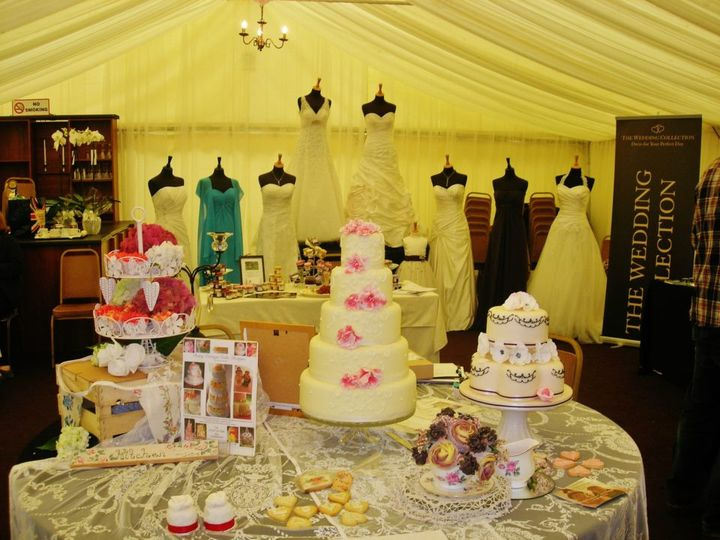 Wedding cake stand from Dairy Cottage Cake Designs | Photo 12