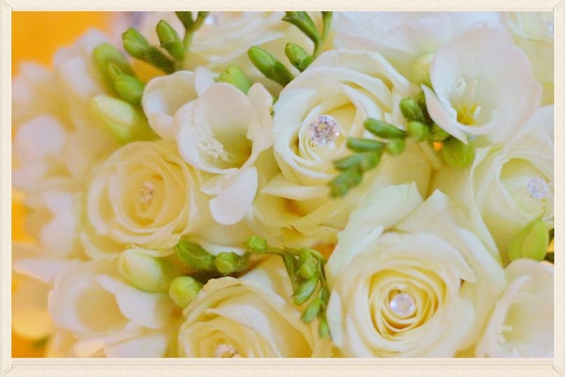 Winter white rose bouquet.