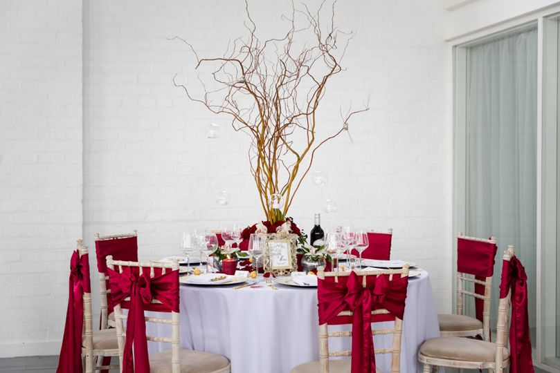 Contemporary red table setting