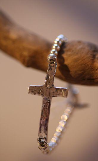 Simple silver cross bracelet