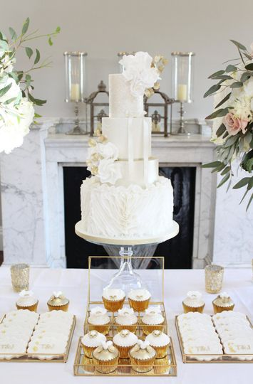 Champagne ruffles wedding cake