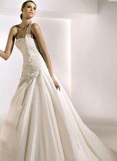 Single shoulder strap gown
