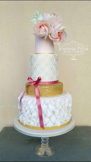 Ruffle - stencil wedding cake