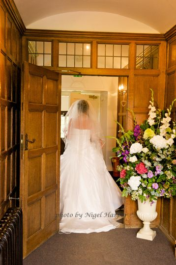 Bride entering Dorton House