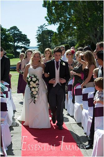 Outdoor ceremony at Elmers Court
