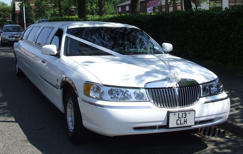 8 seater super-stretched limo