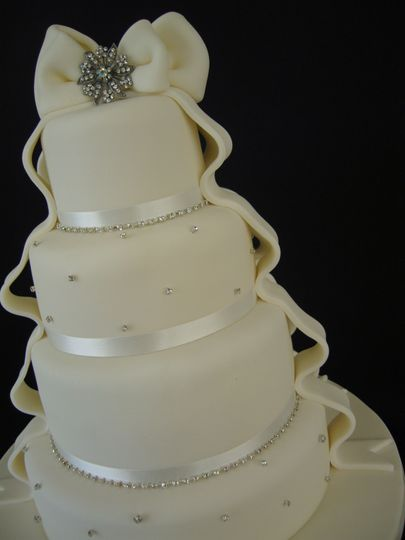 Diamante Bow Wedding Cake