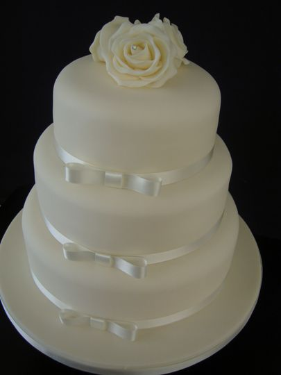 Diamante Rose Wedding Cake