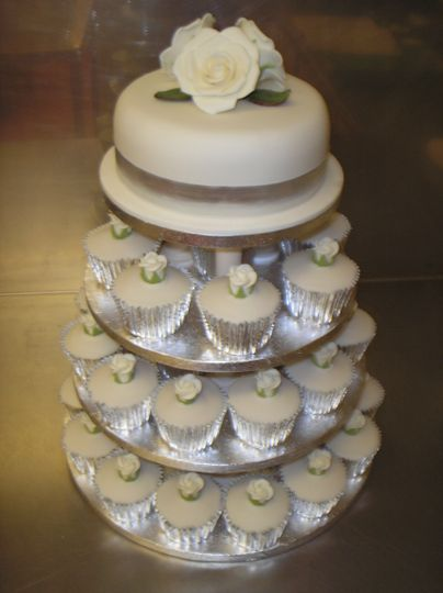 Top tie, cupcakes below
