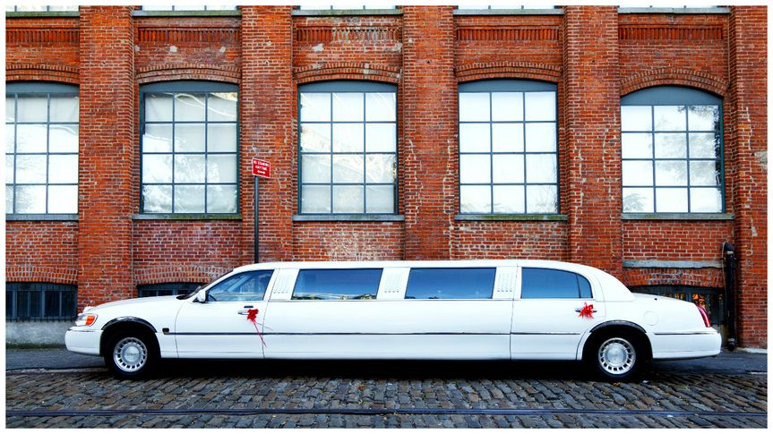 Lincoln Limo From Farnells Executive Hire Photo 9