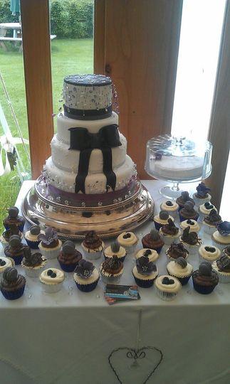 Wedding table and cake