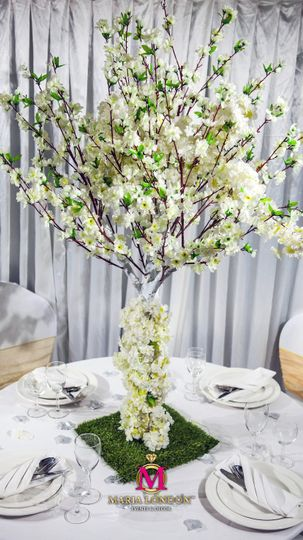 Floral table decor centrepiece