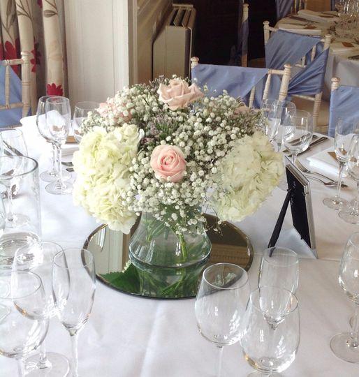 Romantic table centre