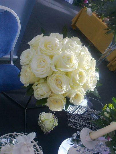 Avalanche Rose Handtied
