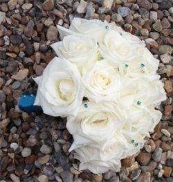 White bouquet with turquoise