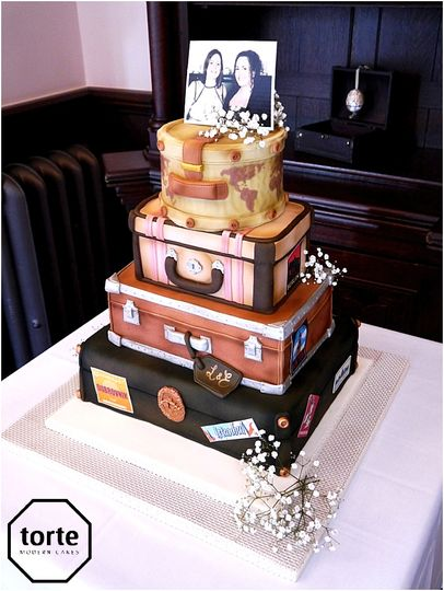 Vintage suitcases wedding cake