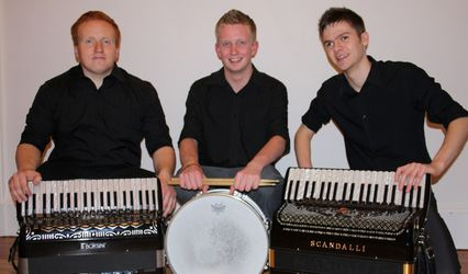 The Reel Stramash Ceilidh Band