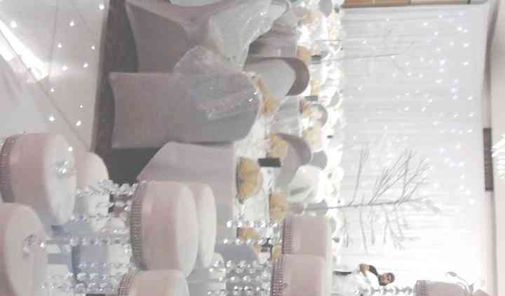 4 Tiers with crystal cake banding