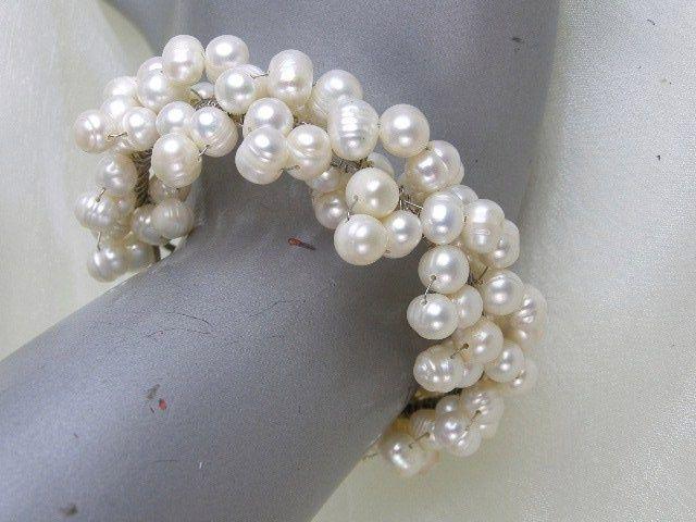 White freshwater pearl cluster fashion bracelet