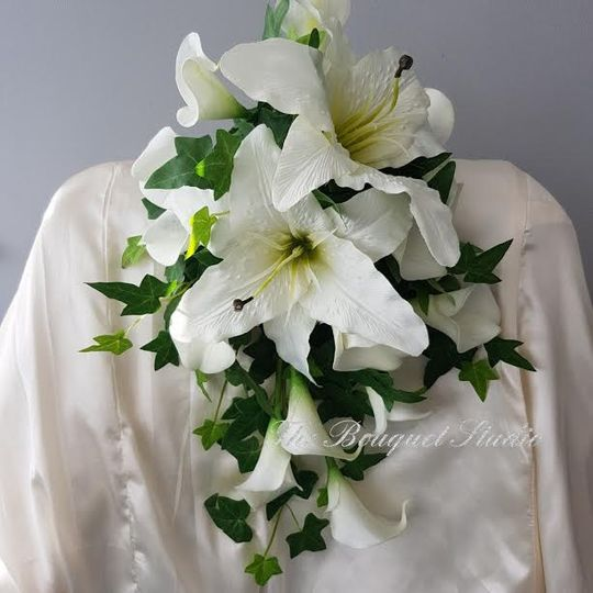 Lily-Cascading bouquet