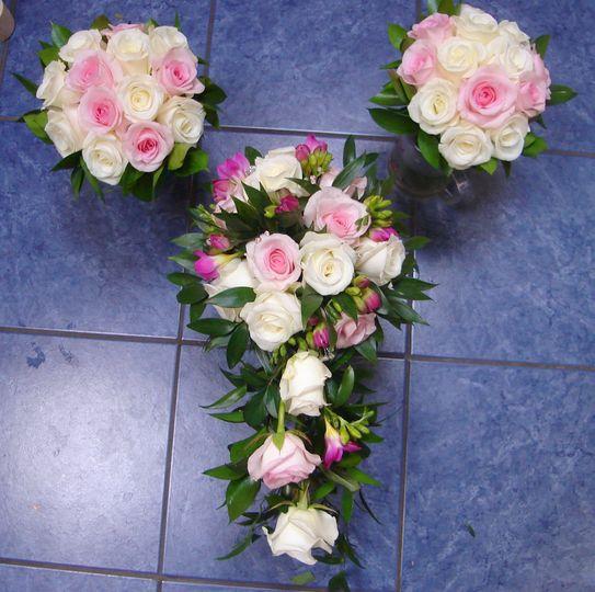 Shower bridal bouquet and bridesmaids
