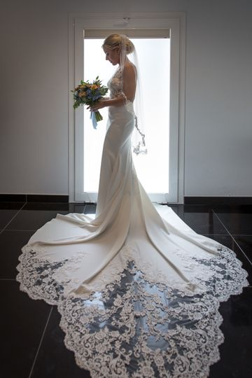 Stunning bride & her flowers
