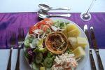 Quiche salad / hot potato