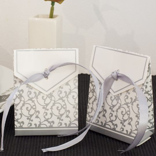 Handbag/purse style favour boxes